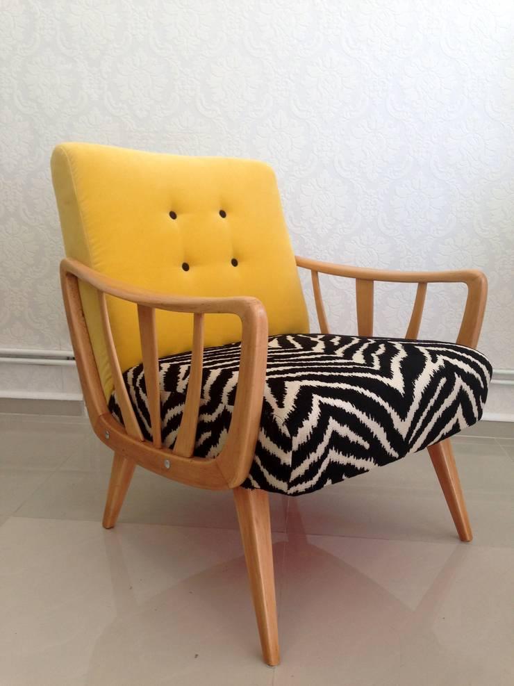 Fotel Vintage: styl , w kategorii Salon zaprojektowany przez Juicy Colors,