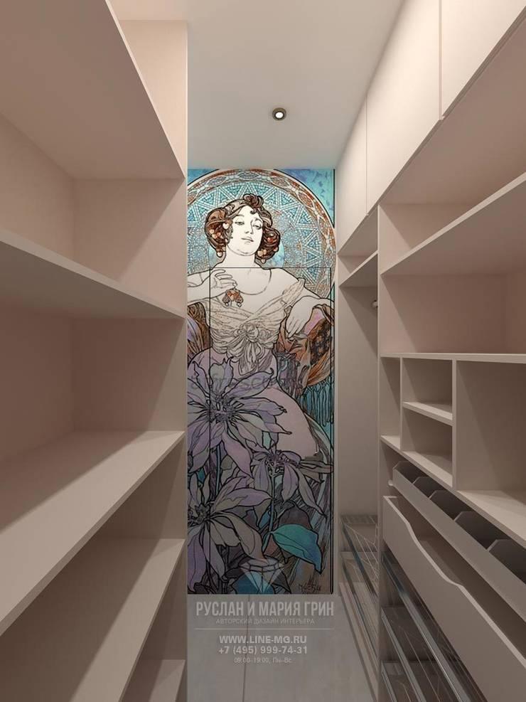 Декор в стиле модерн в интерьере гардеробной комнаты: Гардеробные в . Автор – Студия дизайна интерьера Руслана и Марии Грин, Модерн