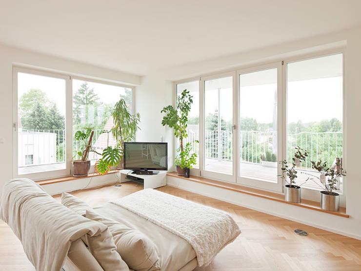Estudios y oficinas de estilo  por Müllers Büro