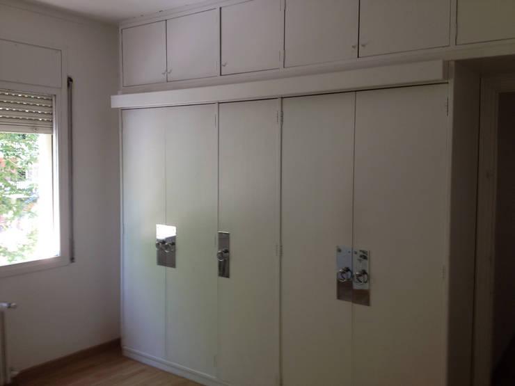 VESTIDOR - ANTES DE LA REHABILITACION:  de estilo  de LF24 Arquitectura Interiorismo