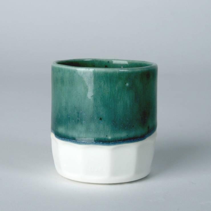 Enkel glas #2 blauwgroen:  Keuken door Studio Ineke van der Werff