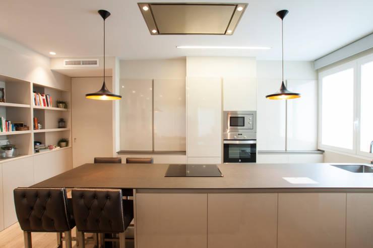 Interiorismo, C/ Cirilo Amorós. Valencia: Cocinas de estilo  de Estatiba construcción