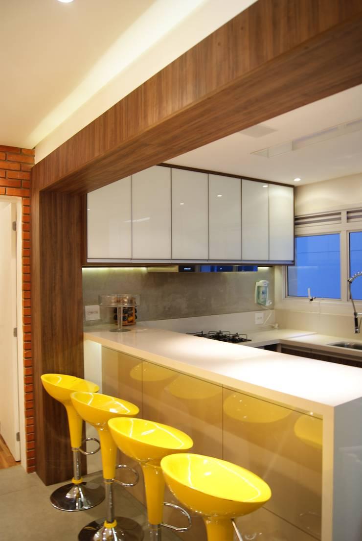 BB: Cozinhas  por Luciana Tomas Arquitetura,