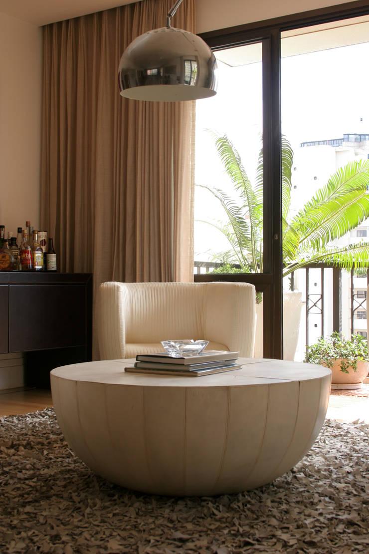 VS: Salas de estar  por Luciana Tomas Arquitetura