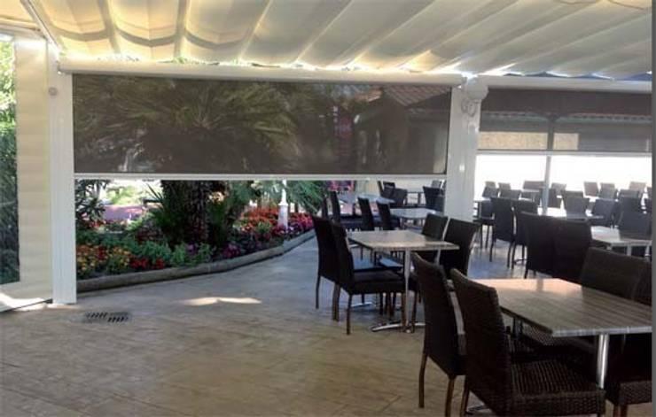 Toldo Telón con semicofre: Balcones y terrazas de estilo  de Comercial MecanoToldo S.L.U