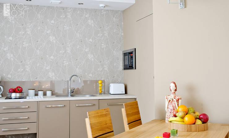 Kuchnia z mini jadalnią: styl , w kategorii Kuchnia zaprojektowany przez Pracownia projektowa artMOKO