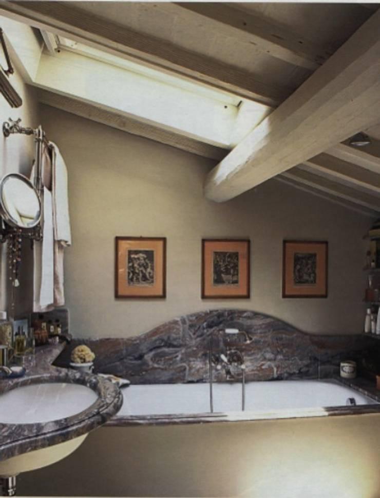 Bagno: Bagno in stile  di Studio Mazzei Architetti
