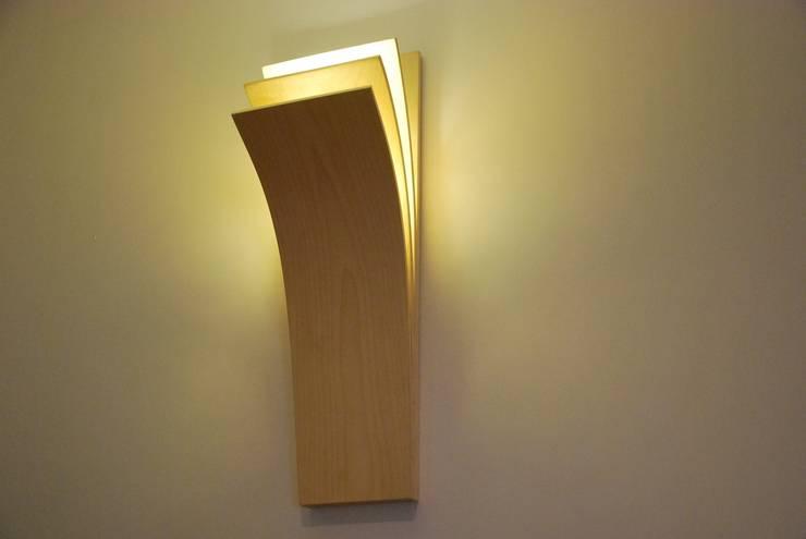 Applique Livre: une applique LED épurée: Chambre de style de style Minimaliste par MS Ebénisterie
