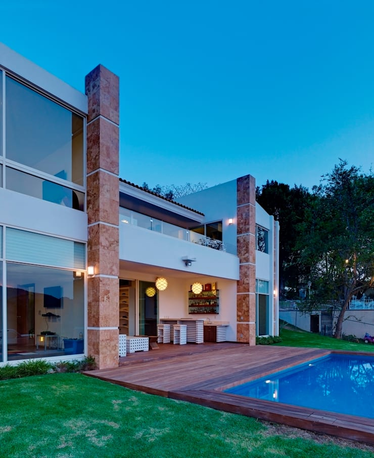 Casa Altavista: Terrazas de estilo  por Excelencia en Diseño