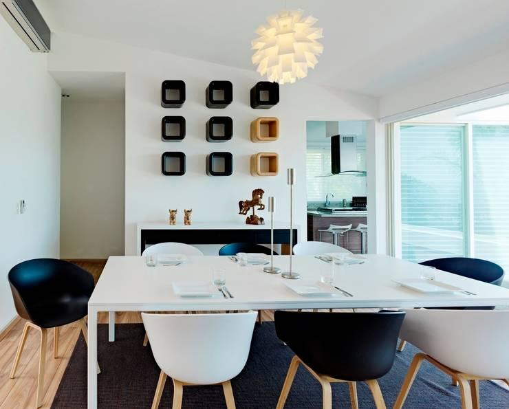 Casa Altavista: Comedores de estilo  por Excelencia en Diseño