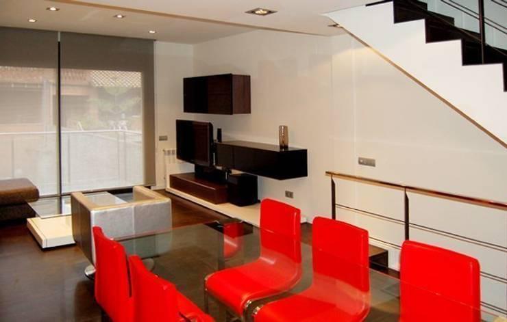 Casa CC: Comedores de estilo minimalista de costa+dos