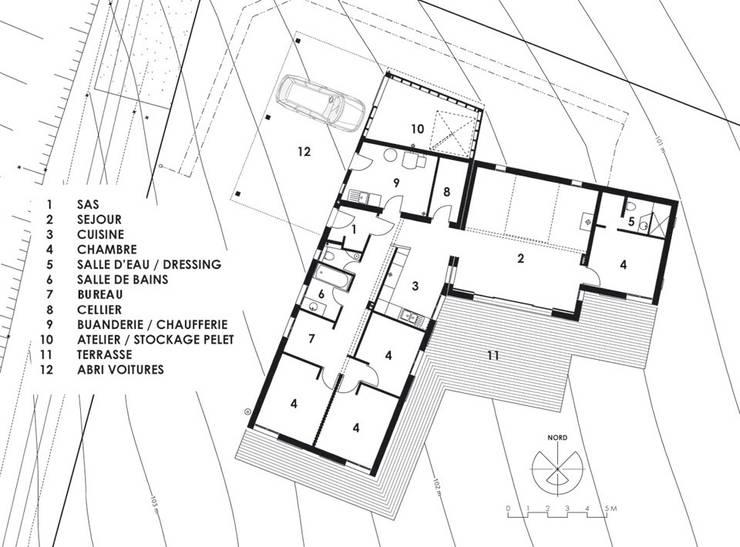 Maison à basse consommation d'énergie:  de style  par Atelier E