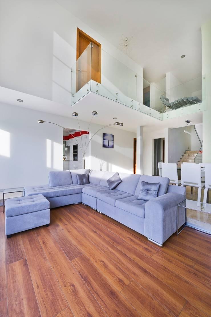 Casa NB: Salas de estilo  por Excelencia en Diseño