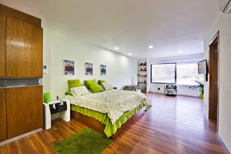 Bedroom by Excelencia en Diseño