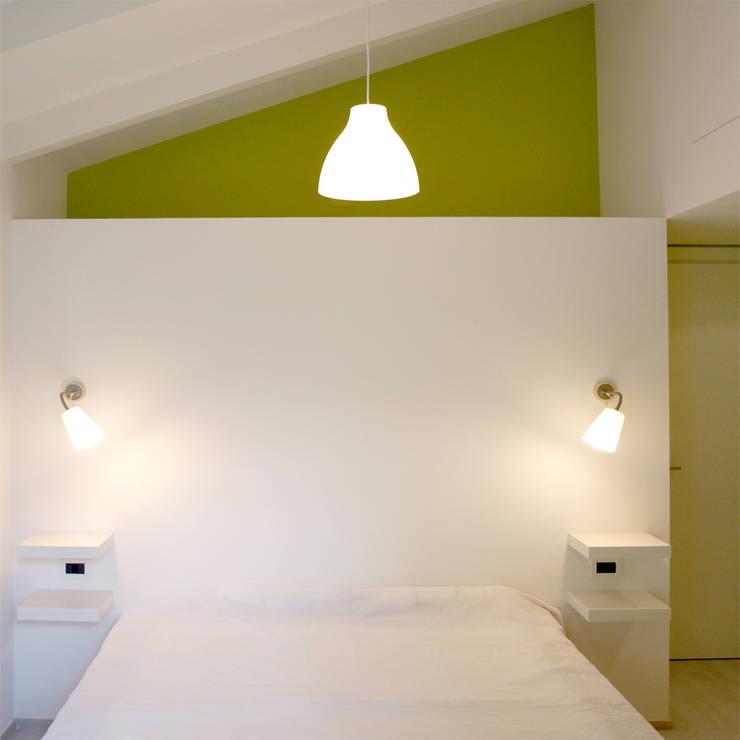 Ristrutturazione E_07: Camera da letto in stile  di Studio Proarch