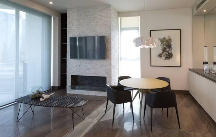 Interiorismo Depts. Edificio SAQQARA: Paredes y pisos de estilo  por BAO