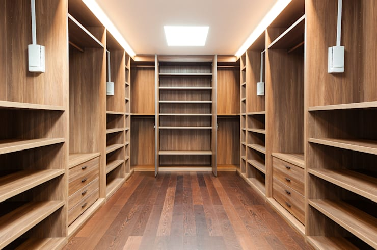 Vestidores y closets de estilo  por Piwko-Bespoke Fitted Furniture