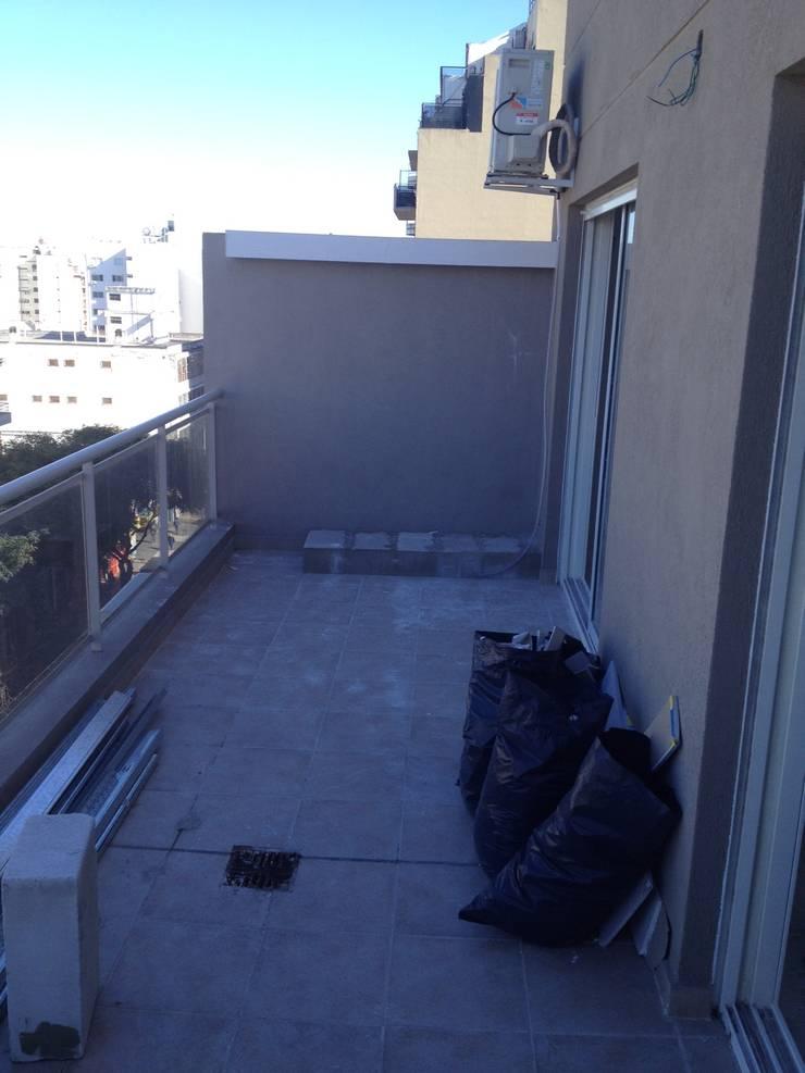 Balcon Terraza Moderno:  de estilo  por Estudio Nicolas Pierry: Diseño en Arquitectura de Paisajes & Jardines