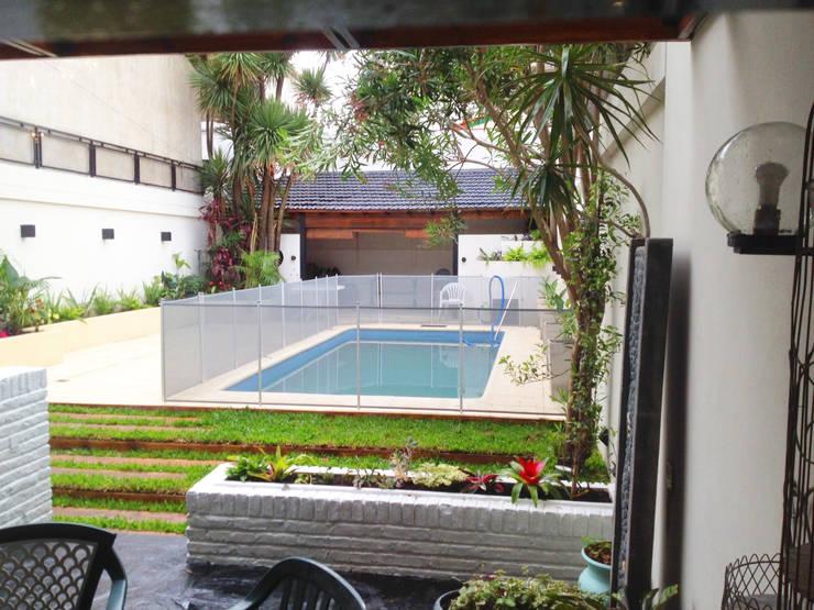 Reciclaje de un jardín con pileta descuidado: Jardines de estilo  por Estudio Nicolas Pierry: Diseño en Arquitectura de Paisajes & Jardines,
