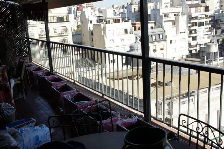 Un Balcón para una Coleccionista de Arte:  de estilo  por Estudio Nicolas Pierry: Diseño en Arquitectura de Paisajes & Jardines,Moderno
