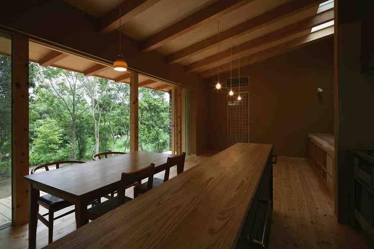 キッチン~リビング: 後藤建築設計が手掛けたキッチンです。