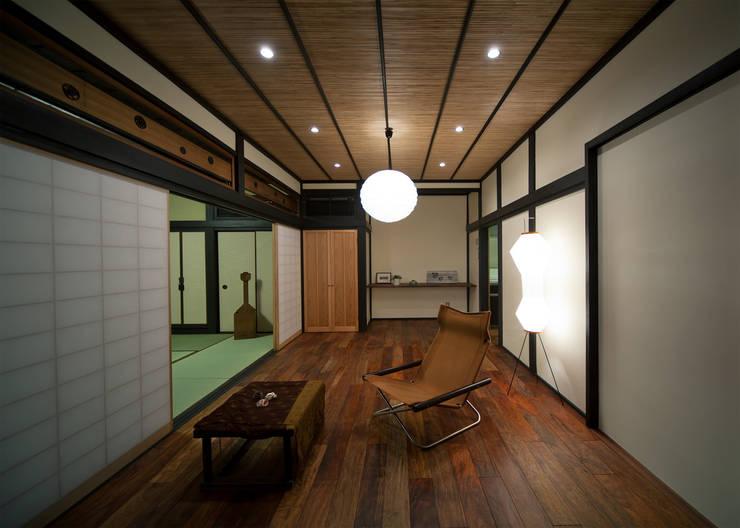 平塚の家 古民家再生工事: TOM建築設計事務所が手掛けたです。