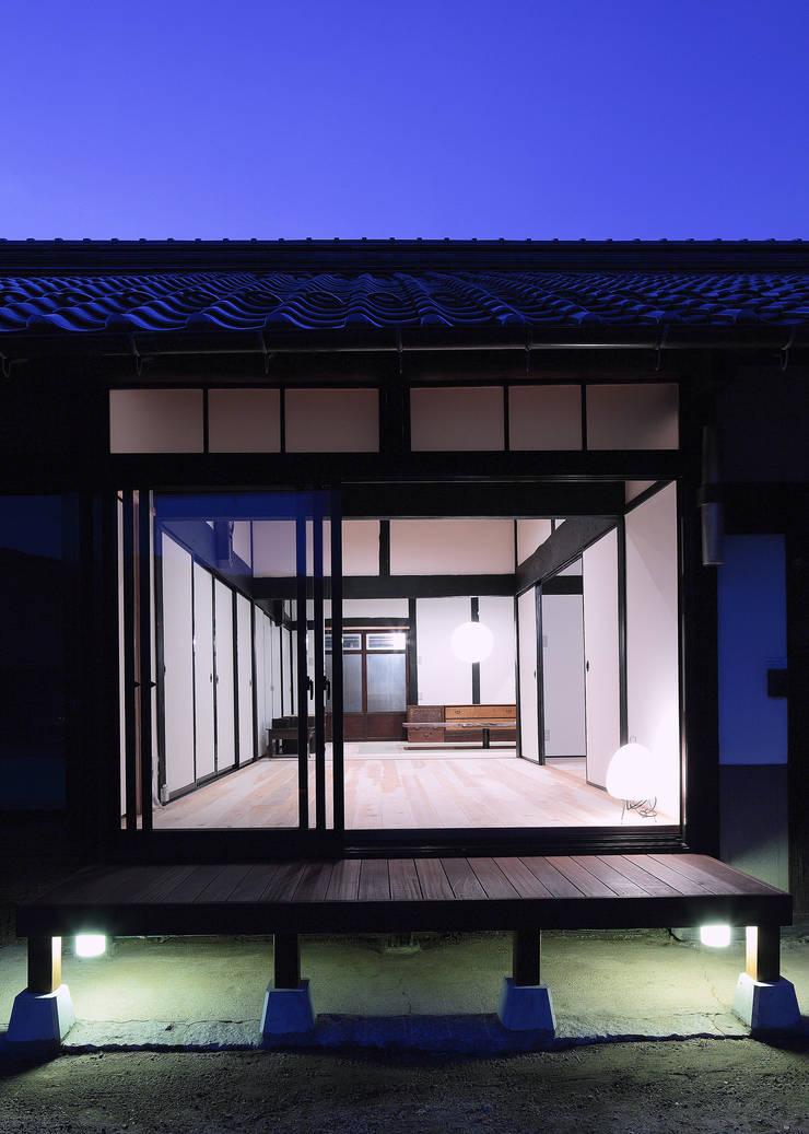 上殿の家 古民家再生工事: TOM建築設計事務所が手掛けたです。
