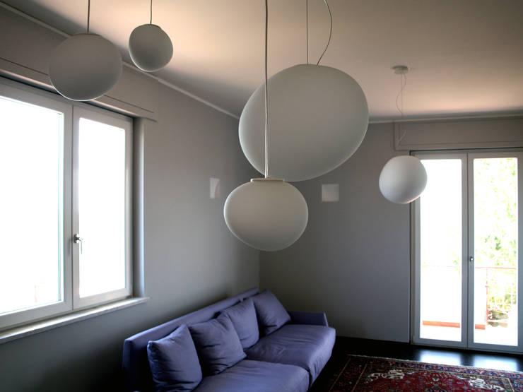 Casa A/S 013: Soggiorno in stile in stile Moderno di Studio Proarch