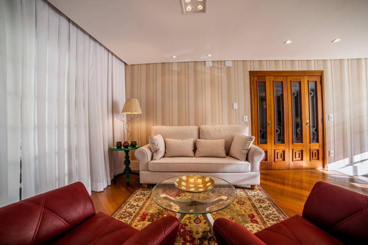 Sala de Jantar / Estar: Salas de jantar  por Liana Salvadori Arquitetura e Interiores