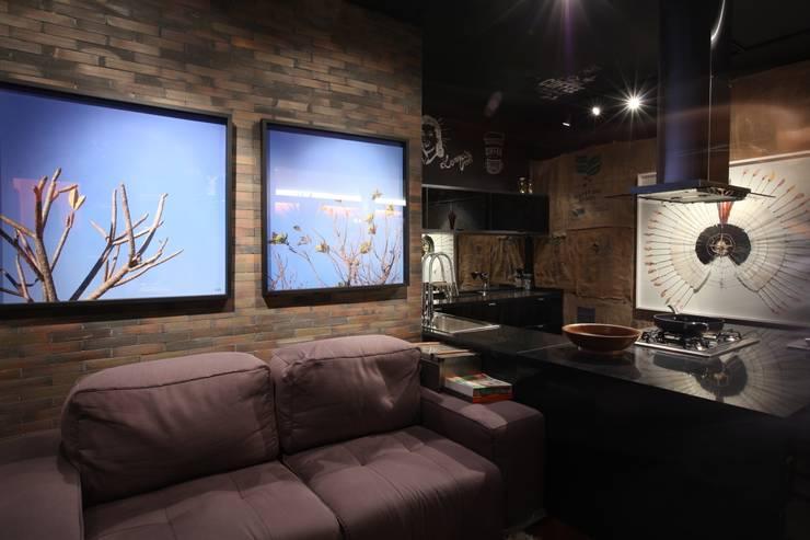 STUDIO BLACK: Sala de estar  por STUDIO ANDRE LENZA