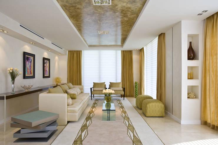 Living room by Dekorasyon Şirketi, Classic
