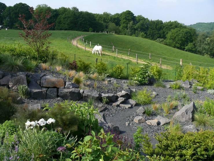 Jardines de estilo  por Crämer & Wollweber Garten- und Landschaftsbau GmbH