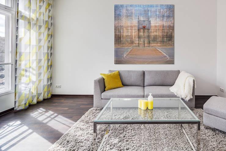 Großzügiges, lichtdurchflutetes Wohnzimmer:  Wohnzimmer von 16elements GmbH