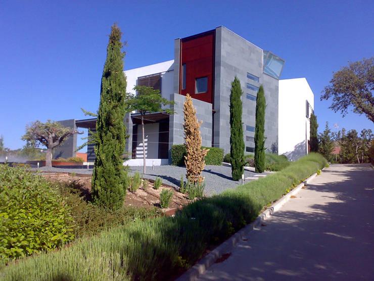 VIVIENDA UNIFAMILIAR. LAS ROZAS. MADRID. 2004: Casas de estilo  de Bescos-Nicoletti Arquitectos