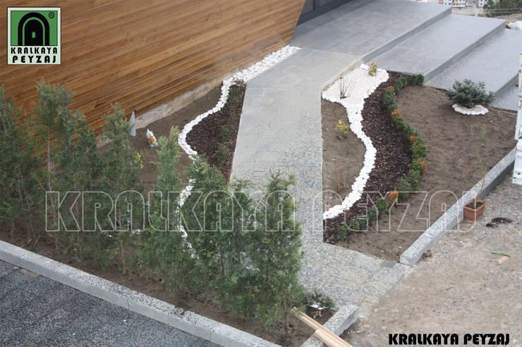 Kralkaya Peyzaj Havuz Fıskiye Sist. ve Pompa Mim. Müh. İnş. Ltd. Şti  – Yamaç Restaurant/ Amasta:  tarz Bahçe, Modern