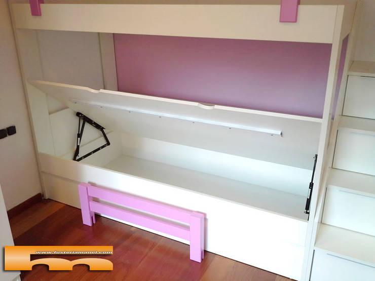 Canapé en Litera a medida : Dormitorios de estilo  de Fusteriamanel.com