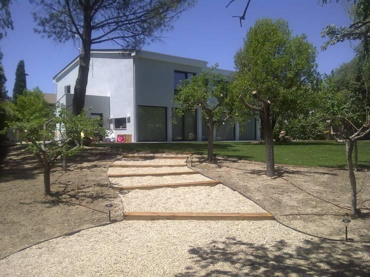 VIVIENDA UNIFAMILIAR. POZUELO DE ALARCON. MADRID. 2010: Casas de estilo  de Bescos-Nicoletti Arquitectos