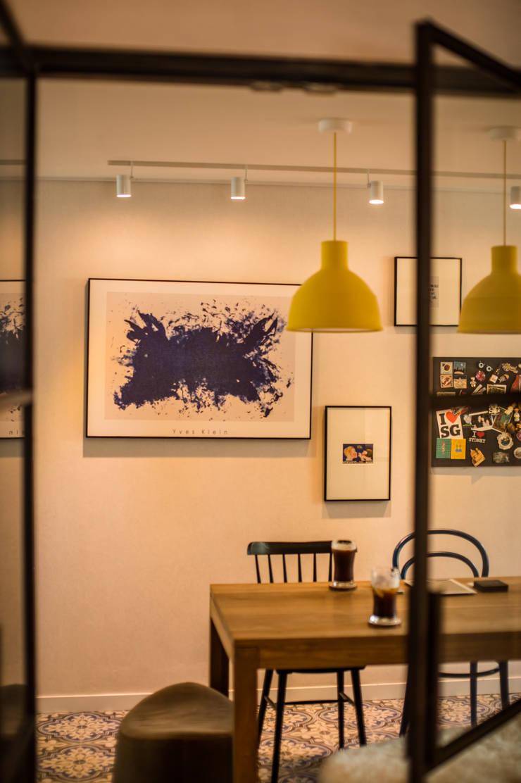 blue house_매혹적인 Blue와 집이 만나다: (주)바오미다의  주방