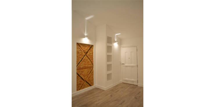 032   Apartamento, Alfama, Lisboa:   por T2 Arquitectura & Interiores
