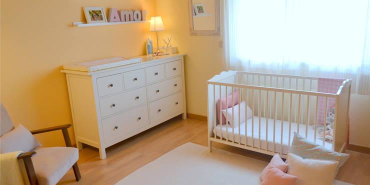 046 | Quarto bebé, Ericeira, Mafra: Quartos de criança ecléticos por T2 Arquitectura & Interiores