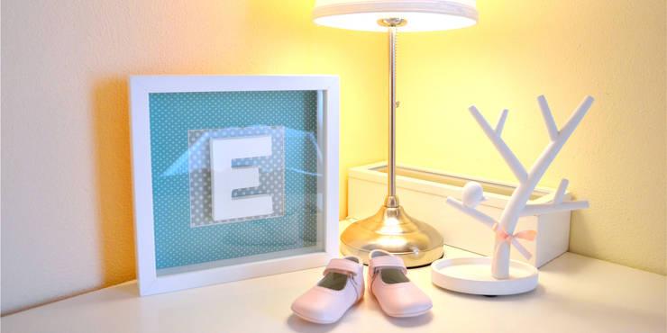 046 | Quarto bebé, Ericeira, Mafra: Quarto de crianças  por T2 Arquitectura & Interiores