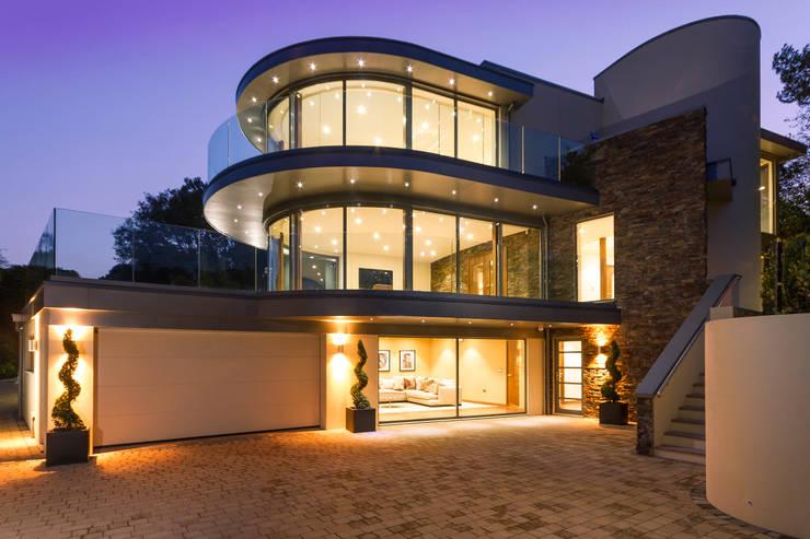 Ventura: modern Houses by David James Architects & Partners Ltd