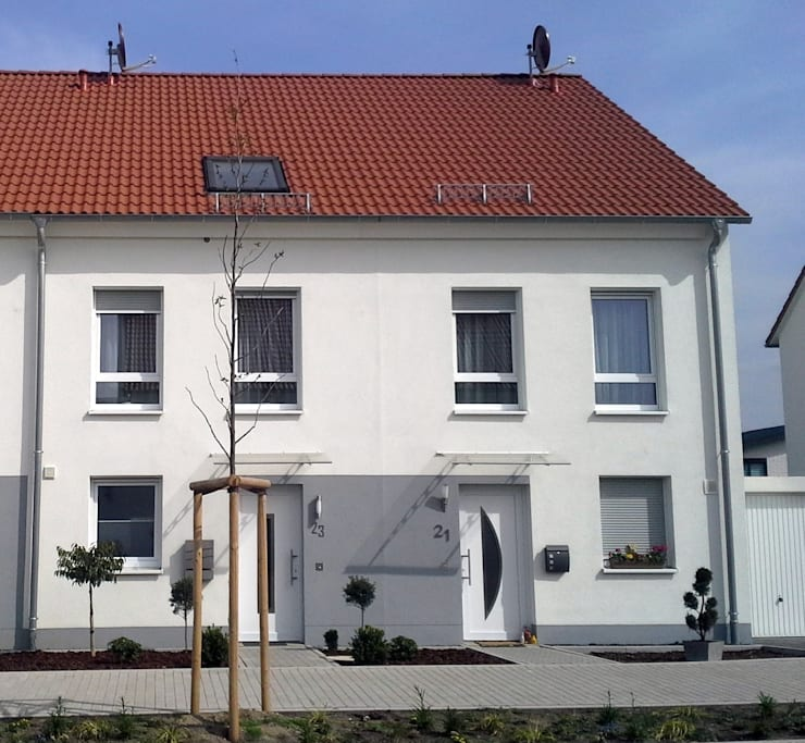 Reihenendhaus und Reihenmittelhaus: klassische Häuser von Traumhaus das Original - Dirk van Hoek GmbH
