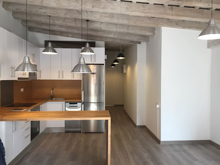 Sala da pranzo in stile in stile Moderno di zazurca arquitectos