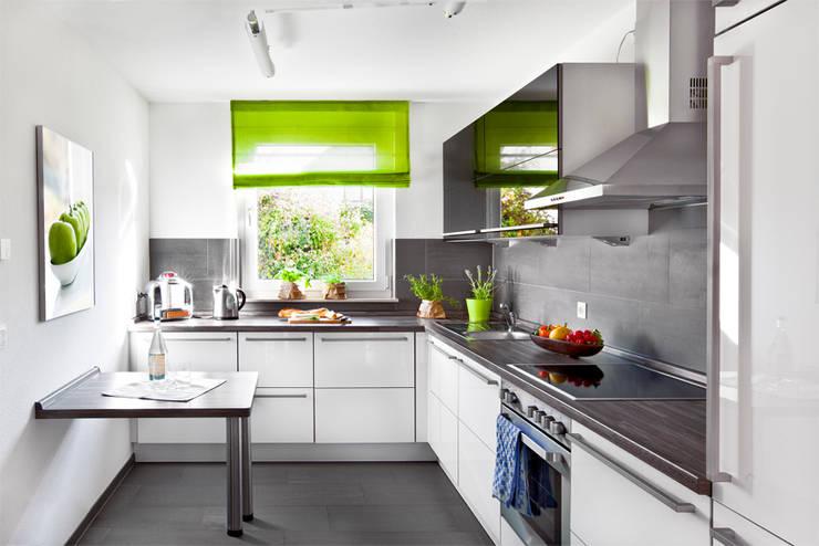 offene Küche: klassische Küche von Traumhaus das Original - Dirk van Hoek GmbH