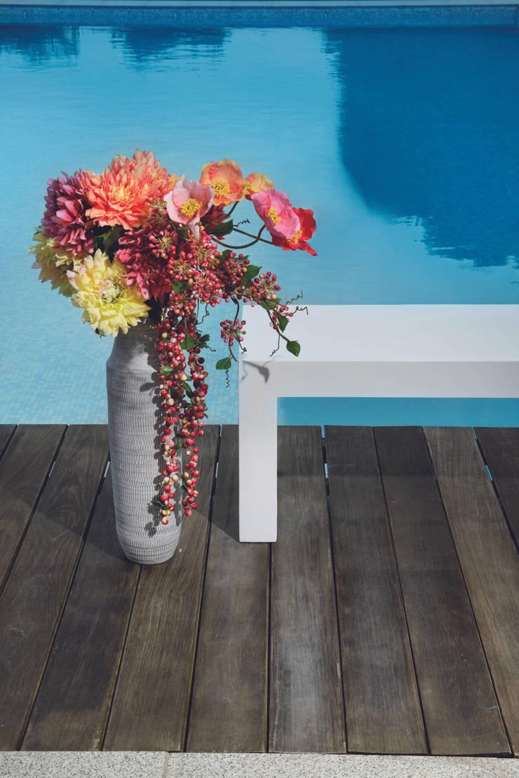 Ambientes de terrazas: Jardín de estilo  de Sia Home Fashion