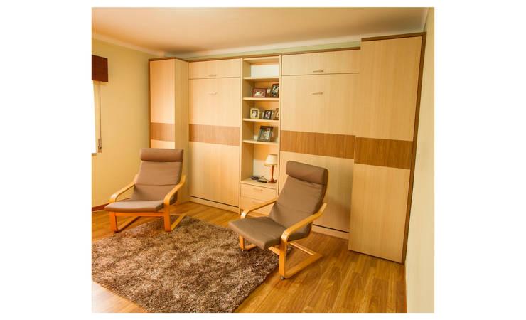 Um escritório com duas camas ocultas: Escritório  por GenesisDecor