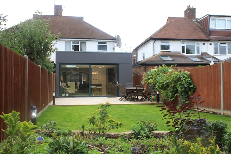 New Malden, Surrey:  Houses by Consultant Line Architects Ltd
