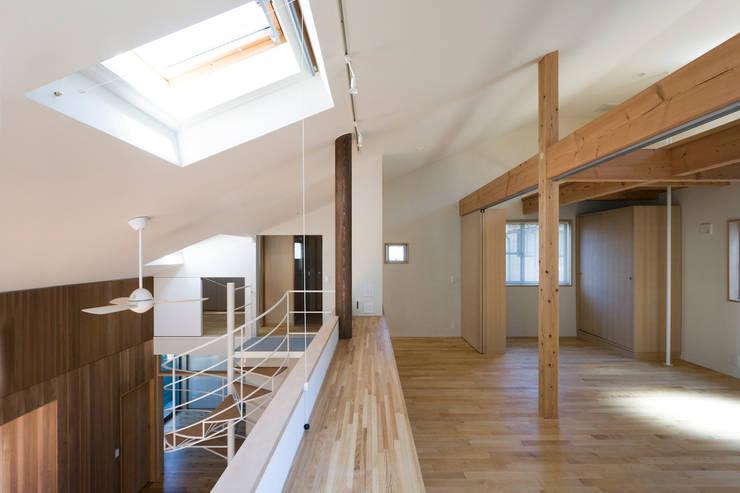 スタディコーナー: 松本剛建築研究室が手掛けた和室です。