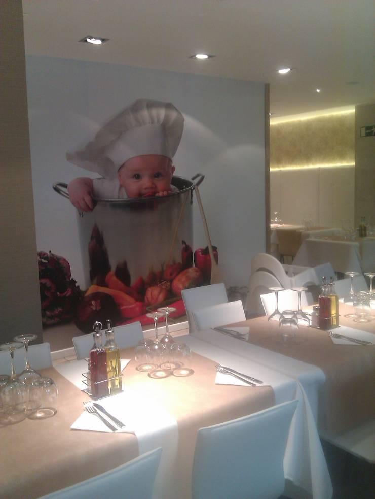 RESTAURANTE PIZZERIA VOSTRAVITE: Locales gastronómicos de estilo  de JORDI BATLLE -  INTERIORISME
